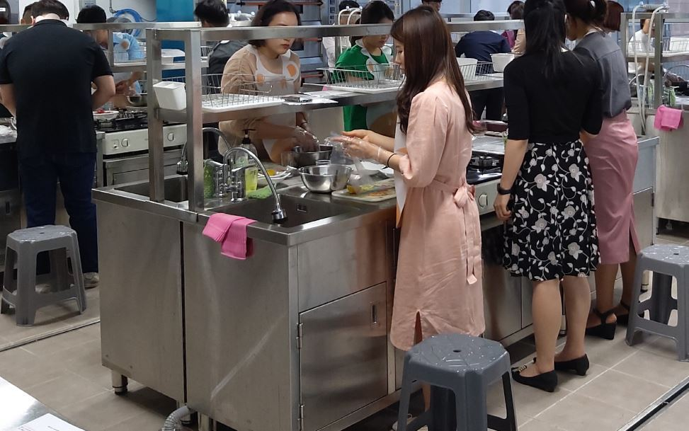 Participants in a cooking class for single-member households, offered by Sejong Self-Governing City, prepare food at a social welfare center in Saerom-dong on June 4, 2019. (Sejong City)