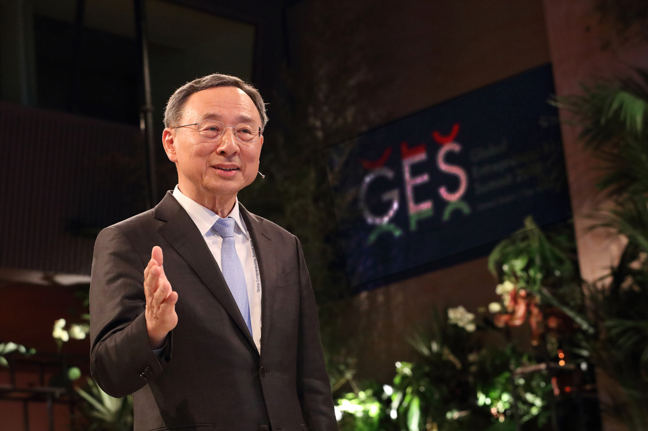 KT Chairman Hwang Chang-gyu delivers a speech at GES 2019 in The Hague, Netherlands, on Tuesday. KT