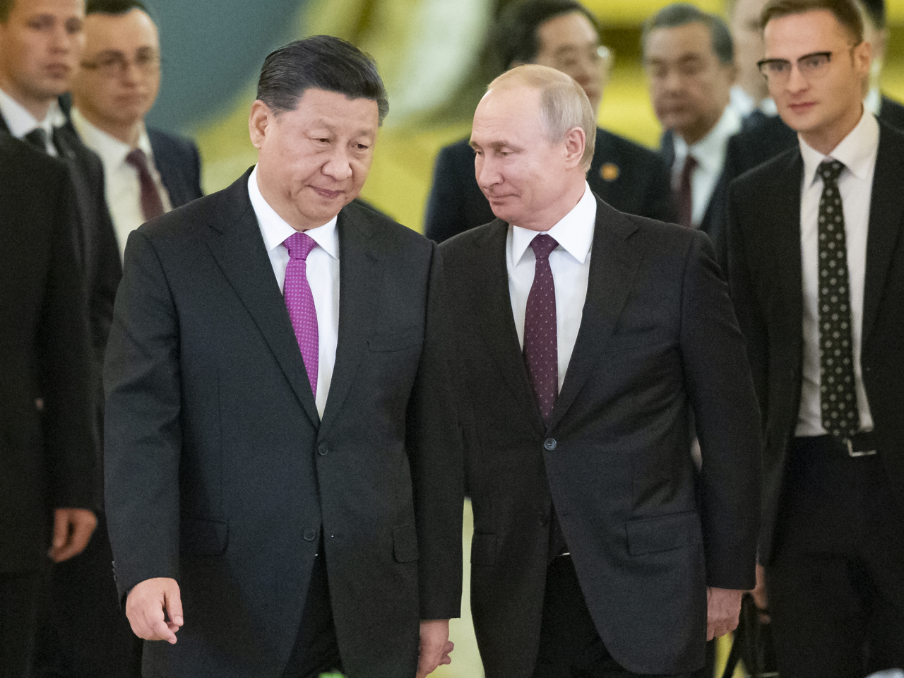 Chinese President Xi Jinping and Russian President Vladimir Putin head to the summit meeting in Moscow on Wednesday. Yonhap