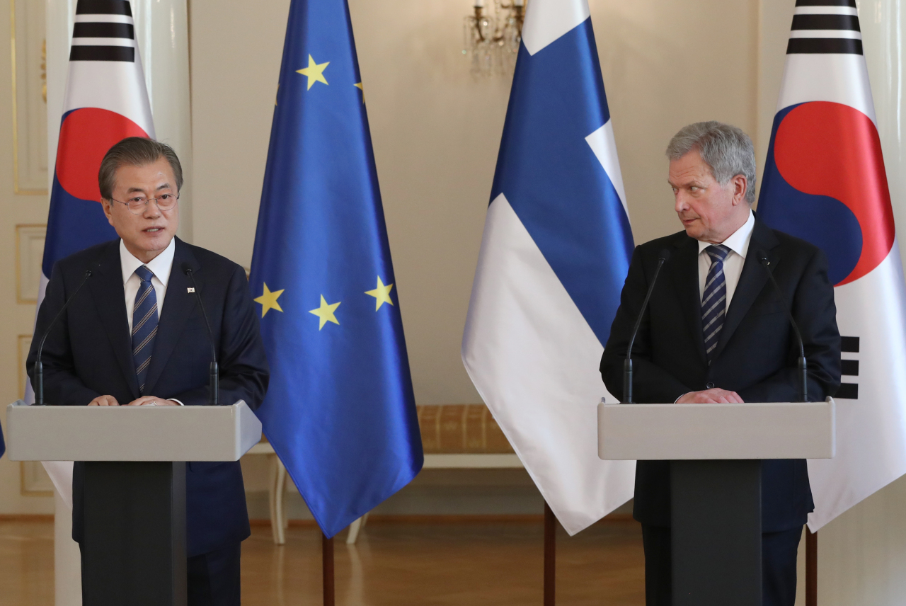 President Moon Jae-in and Finnish President Sauli Niinisto hold a joint press conference in Helsinki on Monday. Yonhap