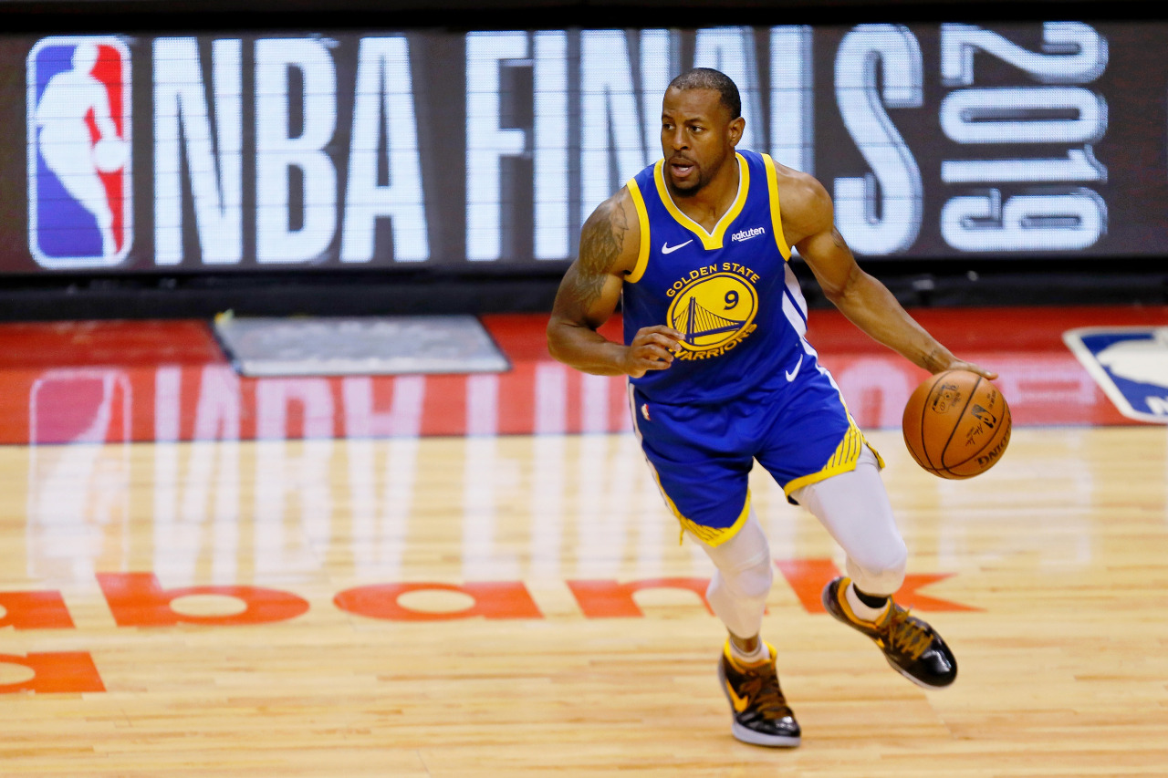 Golden State Warriors guard Andre Iguodala (9) dribbles against the Toronto Raptors during the fourth quarter in game five of the 2019 NBA Finals at Scotiabank Arena. (Yonhap)