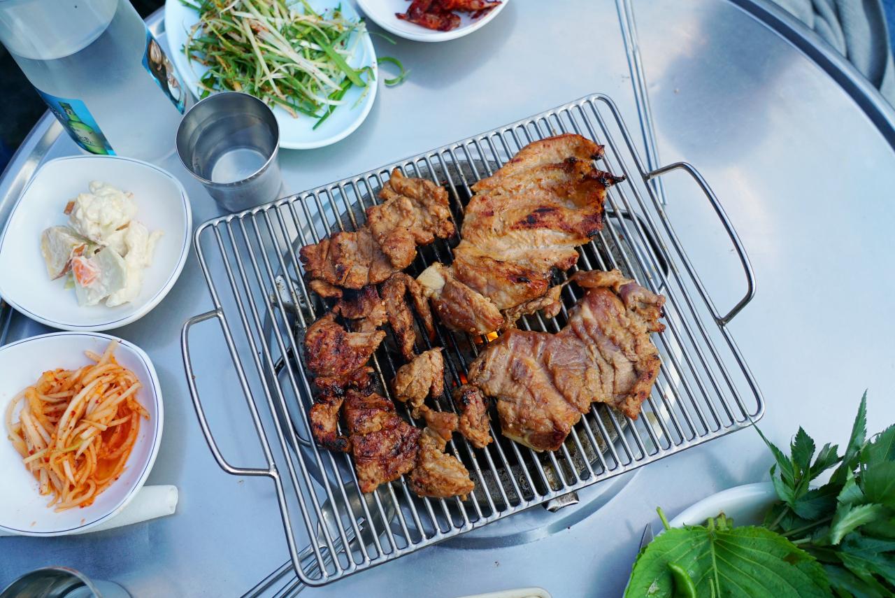 Grilled pork spareribs (Lee Sun-hye / The Korea Herald)