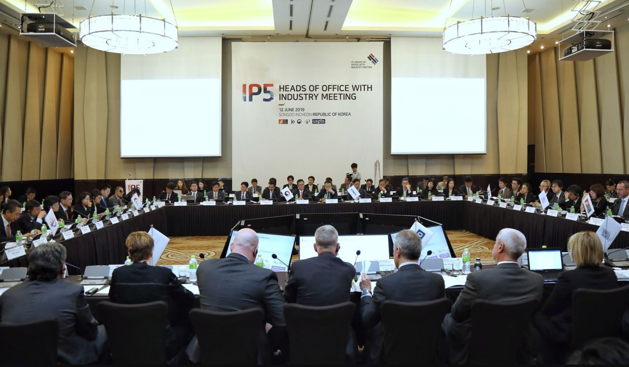 KIPO chairs the IP5 meeting with industry representatives at Sheraton Grand Incheon on Wednesday, the second day of the annual IP5 roundtable. (KIPO)