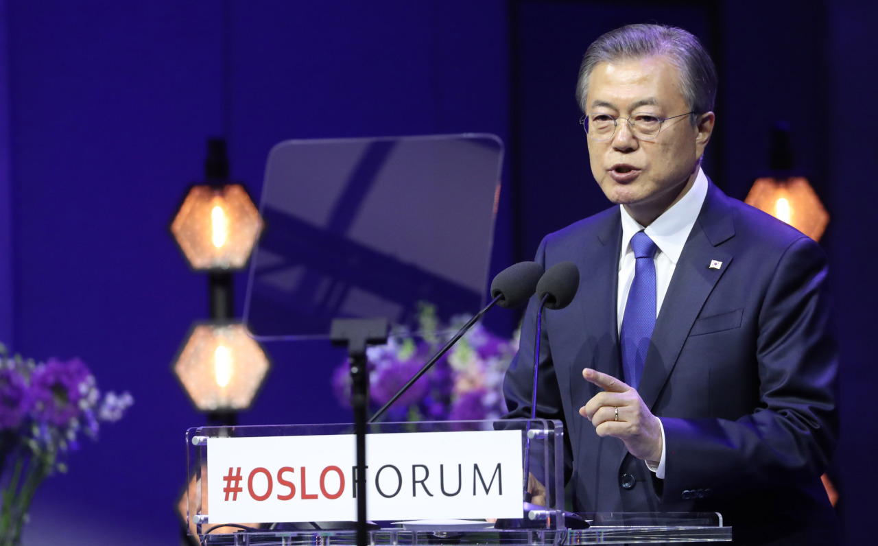 President Moon Jae-in gives a speech at the Oslo Forum on Wednesday. Yonhap