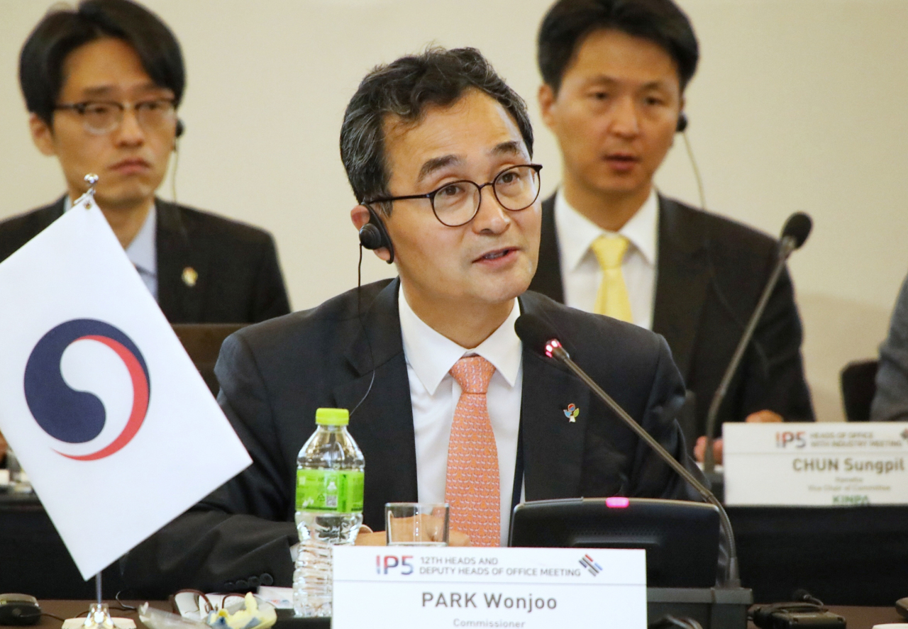 KIPO Commissioner Park Won-joo chairs a meeting of IP5 heads Thursday.