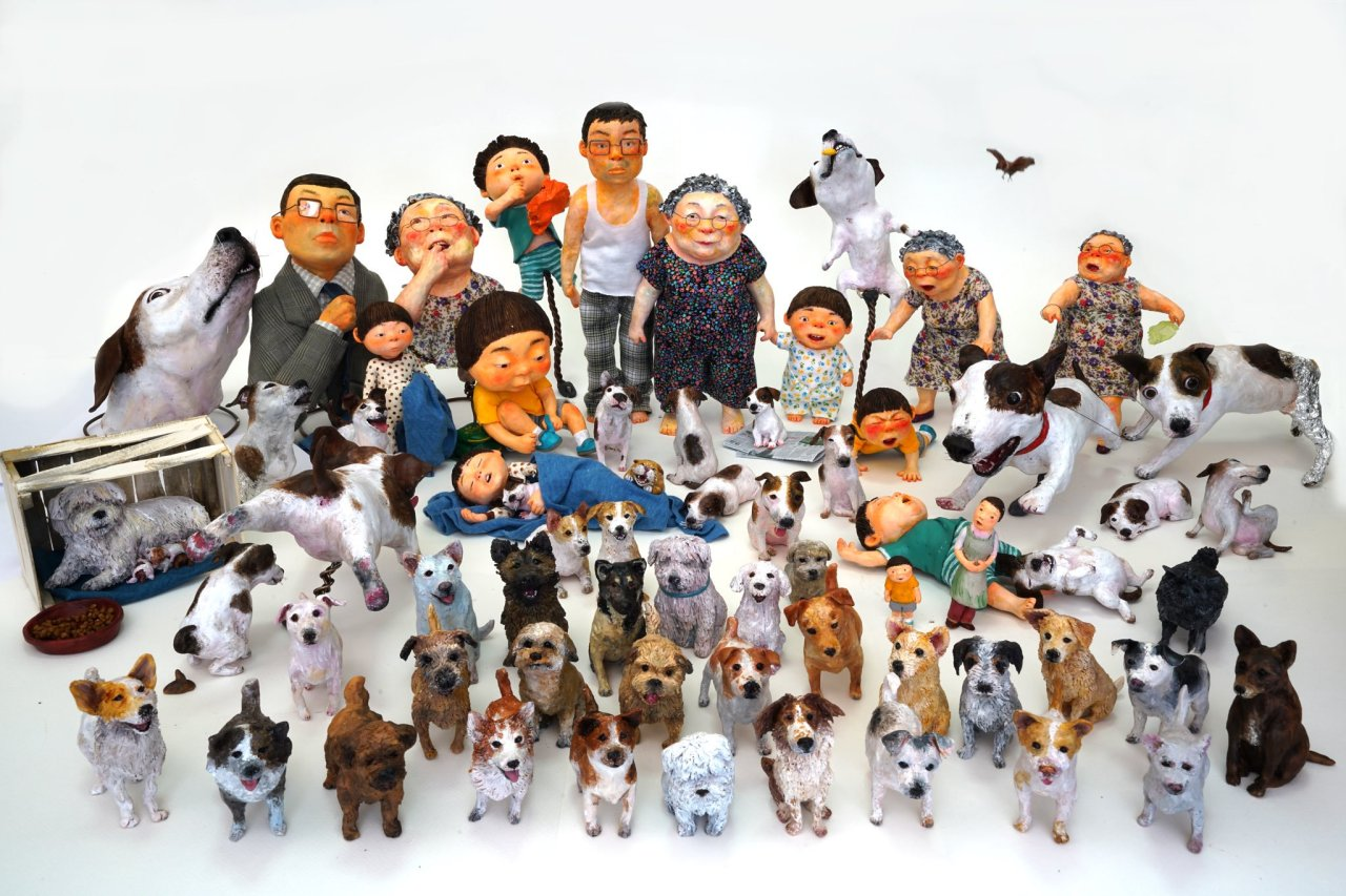 "Using clay, wires and every material imaginable, Baek Hee-na creates miniatures of characters and props and photographs them for a scene in her book. Seen in the photo is an assembly of living characters created by Baek for ""I Am a Dog."" (Photo provided by the author)"