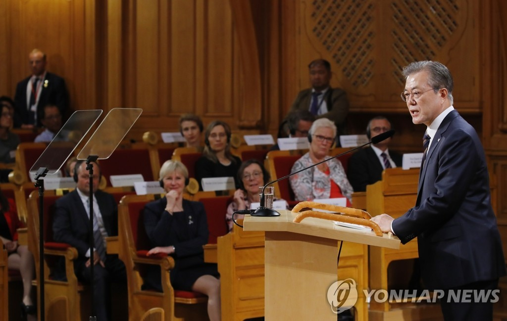 South Korean President Moon Jae-in delivers a speech on the Korean Peninsula peace process at the Swedish Parliament House in Stockholm on Friday. (Yonhap)