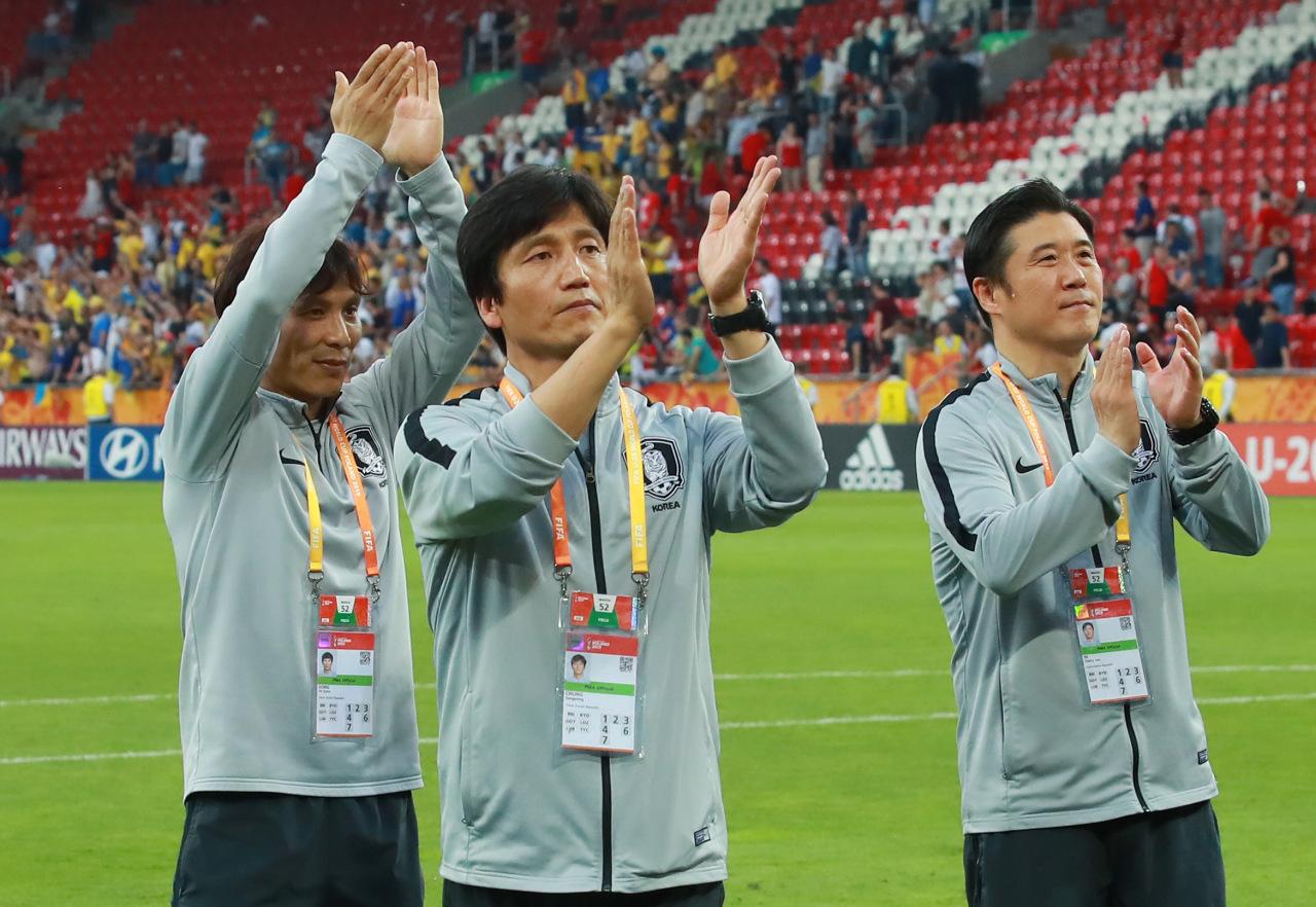 Head coach Chung Jung-yong, center (Yonhap)