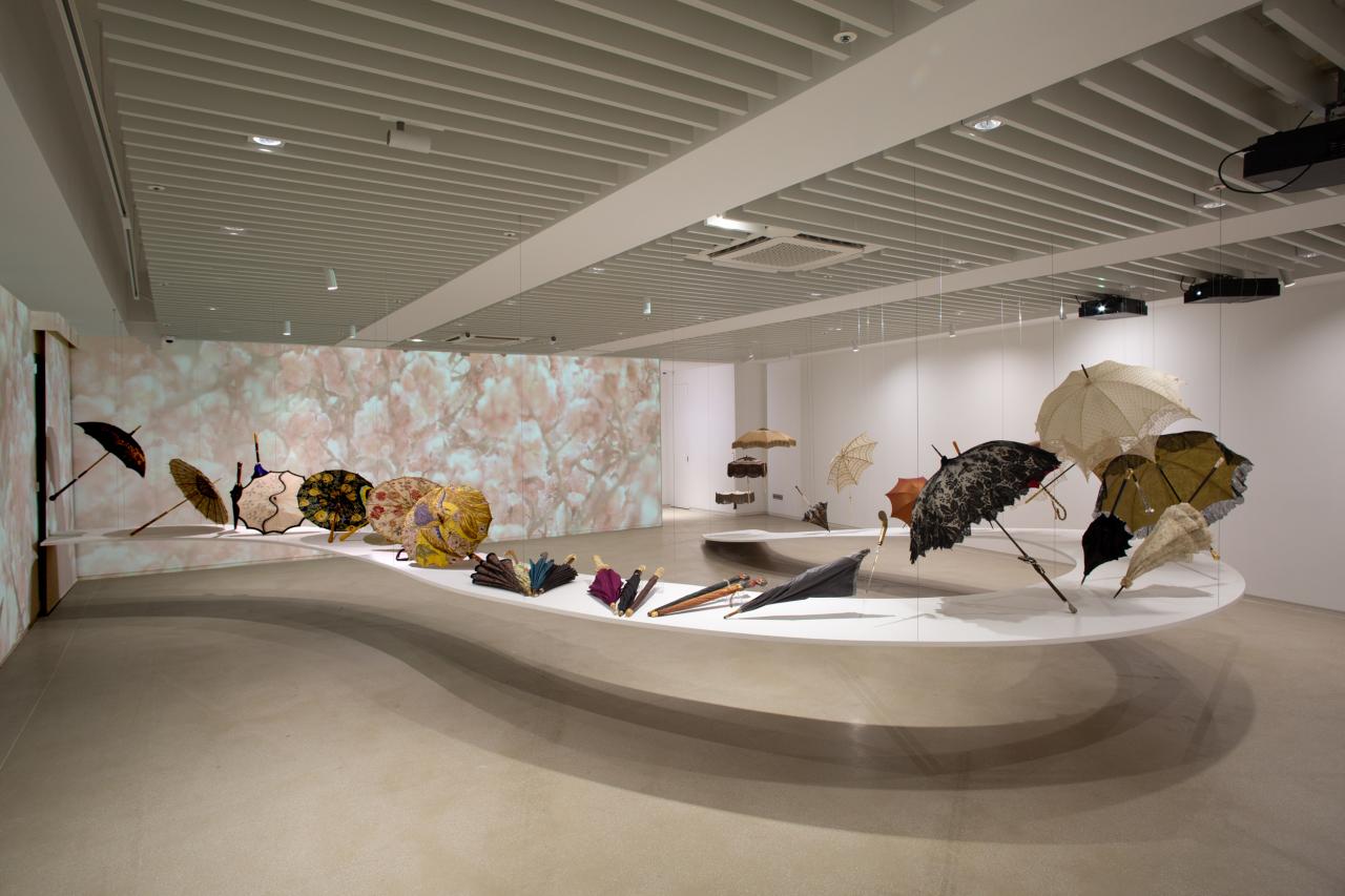 "Installation view of Platform-L exhibition ""Summer Bloom"" (Platform-L)"