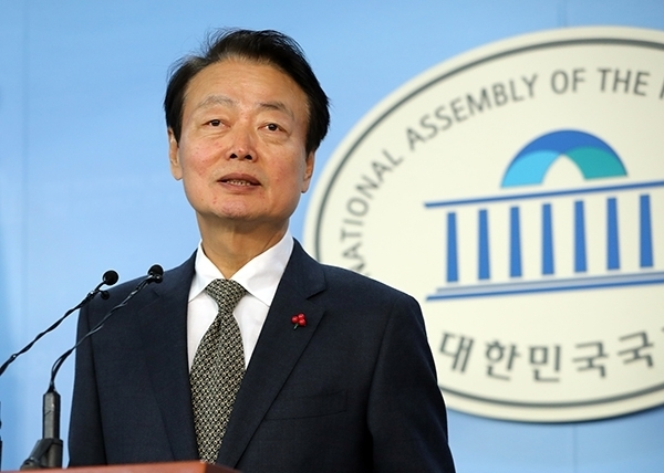 Main opposition Liberty Korea Party's Secretary-General Han Sun-kyo stepped down from his post amid controversy for repeatedly using offensive language. (Yonhap)