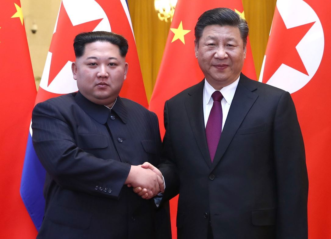 North Korean leader Kim Jong-un (L) and Chinese President Xi Jinping. (Yonhap)