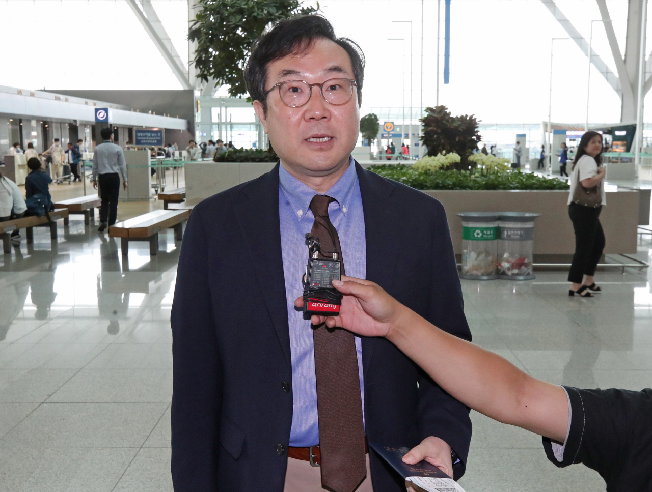Lee Do-hoon, special representative for Korean Peninsula peace and security affairs at the Ministry of Foreign Affairs, speaks to reporters at Incheon Airport on Tuesday. (Yonhap)