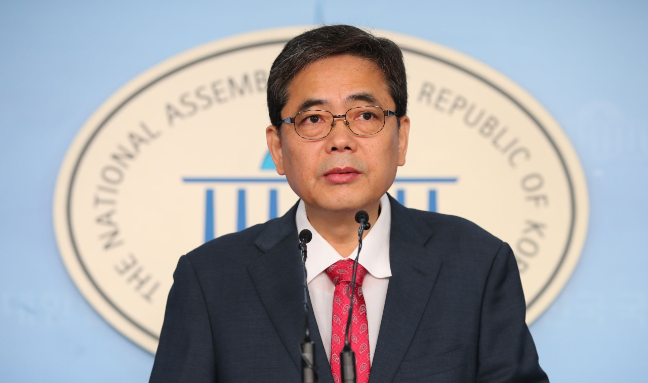 Rep. Kwak Sang-do holds a press conference at the National Assemnbly on Tuesday. Yonhap