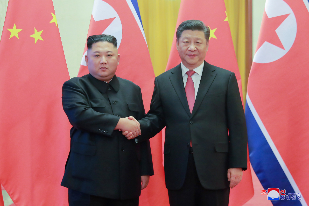 Chinese President Xi Jinping and North Korean leader Kim Jong-un pose during their meeting in Beijing in January. Yonhap