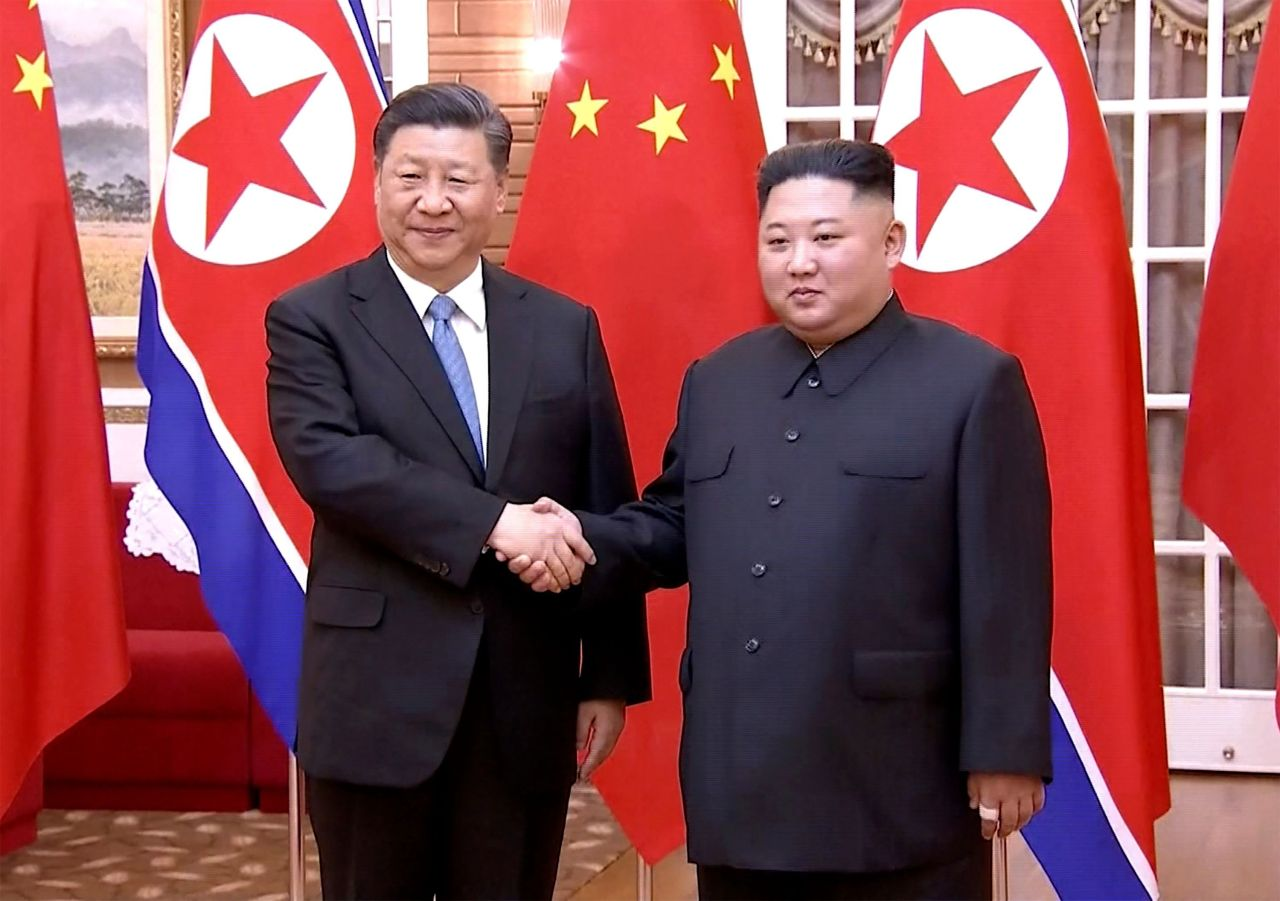 This screengrab taken of a video released by CCTV on Thursday shows Chinese President Xi Jinping (left) shaking hands with North Korean leader Kim Jong-un during their meeting in North Korea's capital Pyongyang. (AFP-Yonhap)