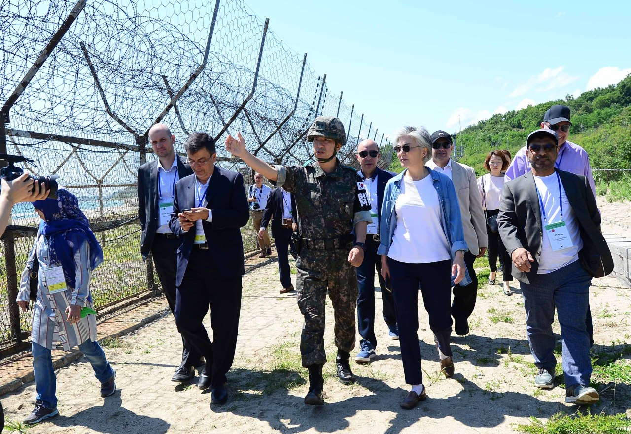 Foreign Minister Kang Kyung-wha and foreign diplomats in Seoul walk along the Goseong DMZ Peace Trail in Goseong, Gangwon Province, Saturday. (Ministry of Foreign Affairs)