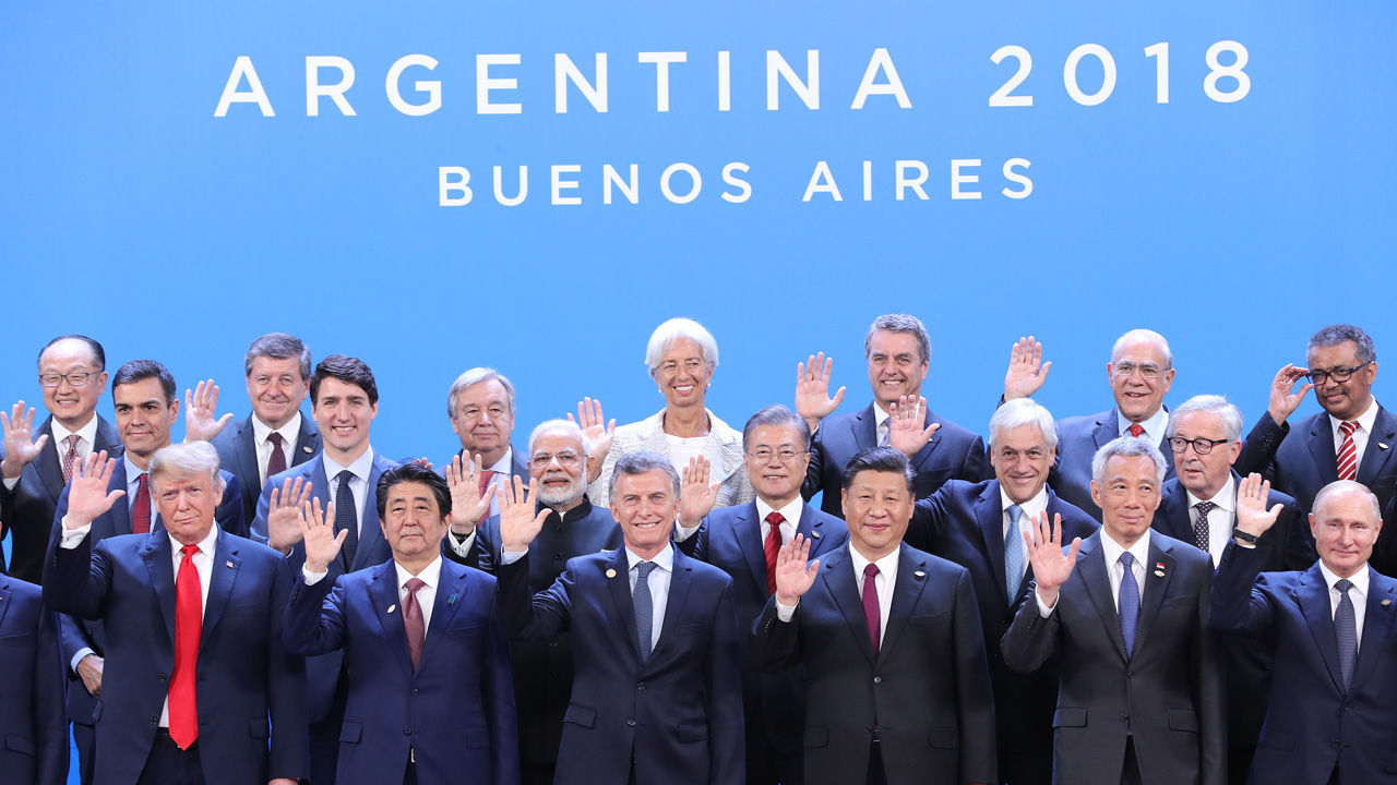 Leaders pose for a photo during the G-20 summit in Buenos Aires, Argentina on Nov. 30, 2018. (Yonhap)