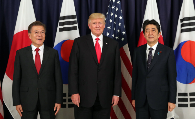 South Korean President Moon Jae-in, US President Donald Trump, and Japanese Prime Minister Shinzo Abe. (Yonhap)