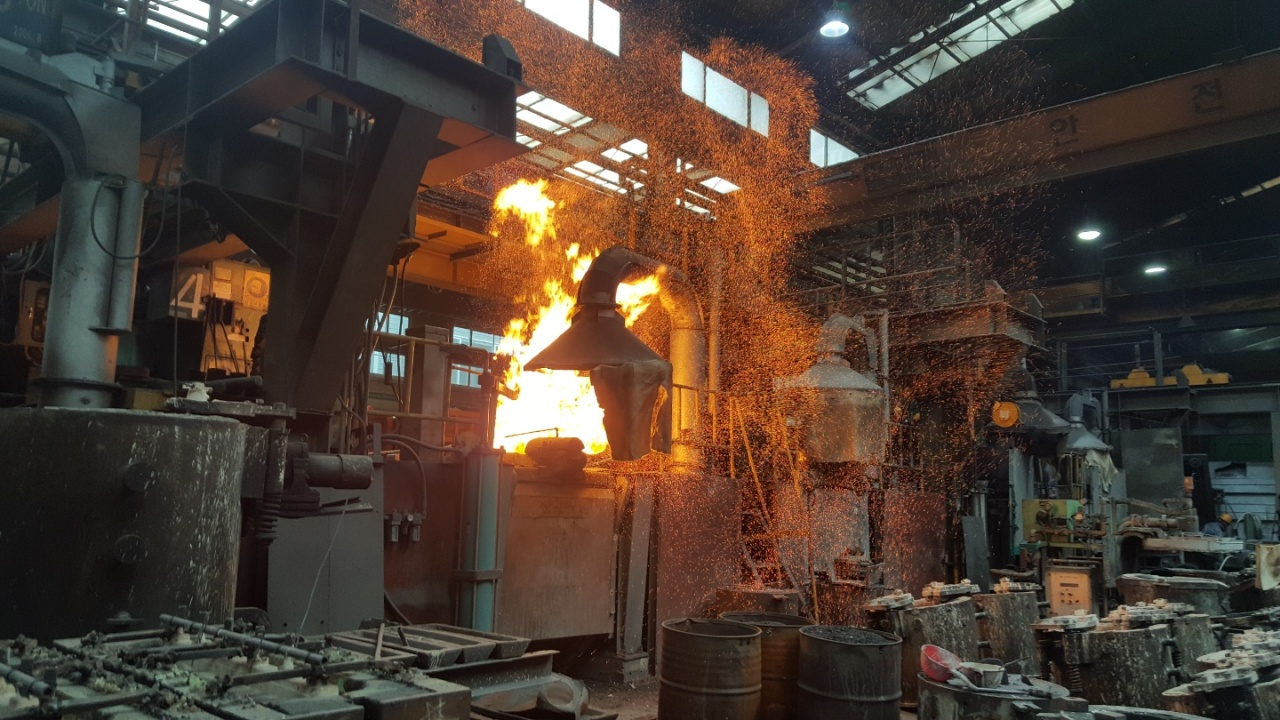 An electrical furnace used by Seoul Engineering at its smart factory. (Posco)
