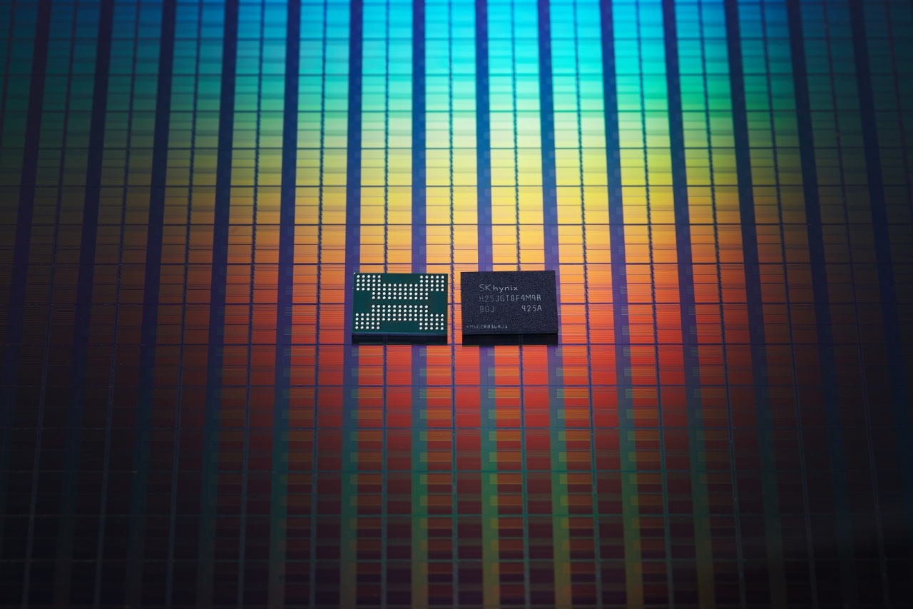 The world's first 128-layer 4D NAND chip by SK hynix, offering the largest memory storage of 1 terabit, is slated for shipments in the second half of this year. (SK hynix)