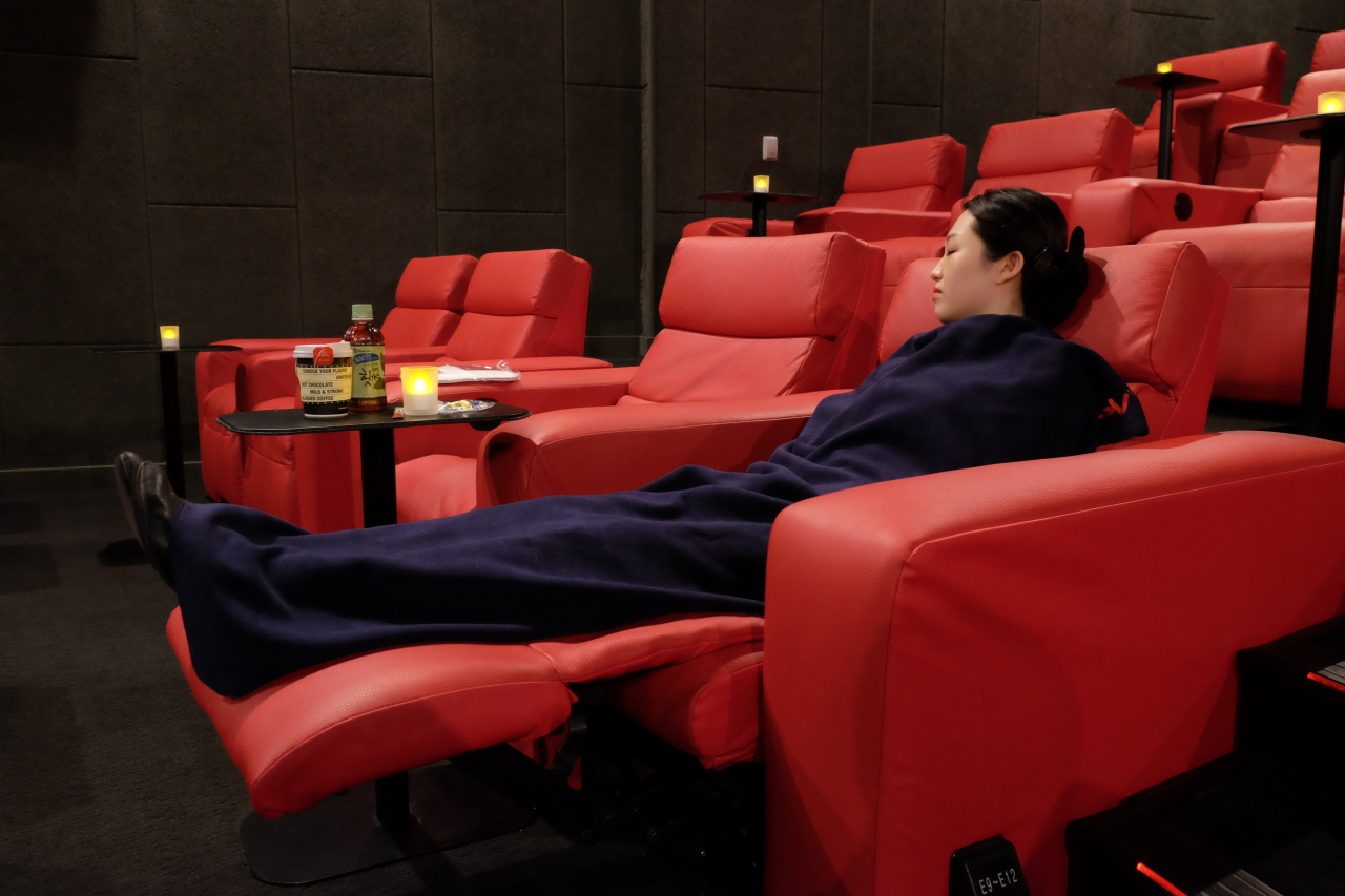 CGV's Yeouido branch makes its sofas available for workers who need a mid-day snooze as part of the Siesta Program. (CGV)