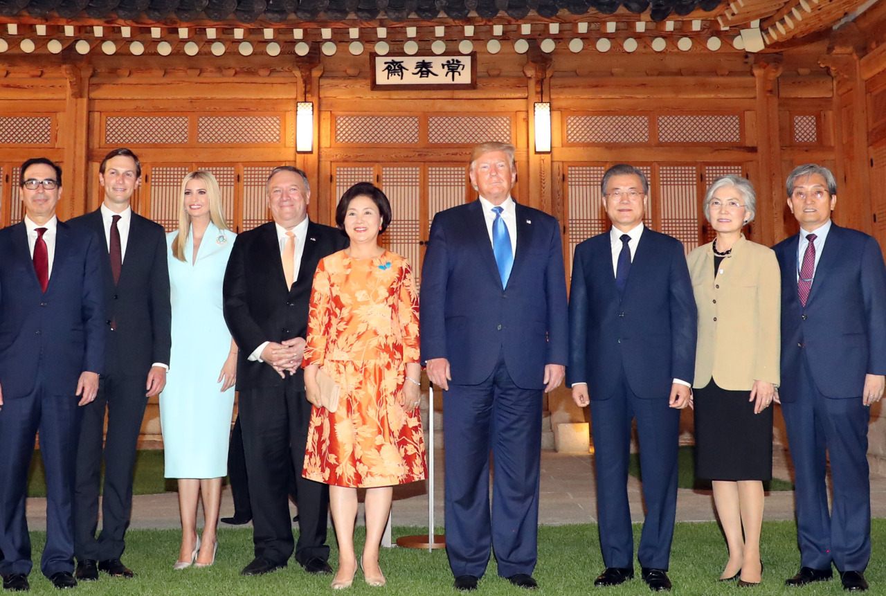 President Moon Jae-in, US President Donald Trump and their delegations pose for a picture before dinner at the Blue House. (Yonhap)