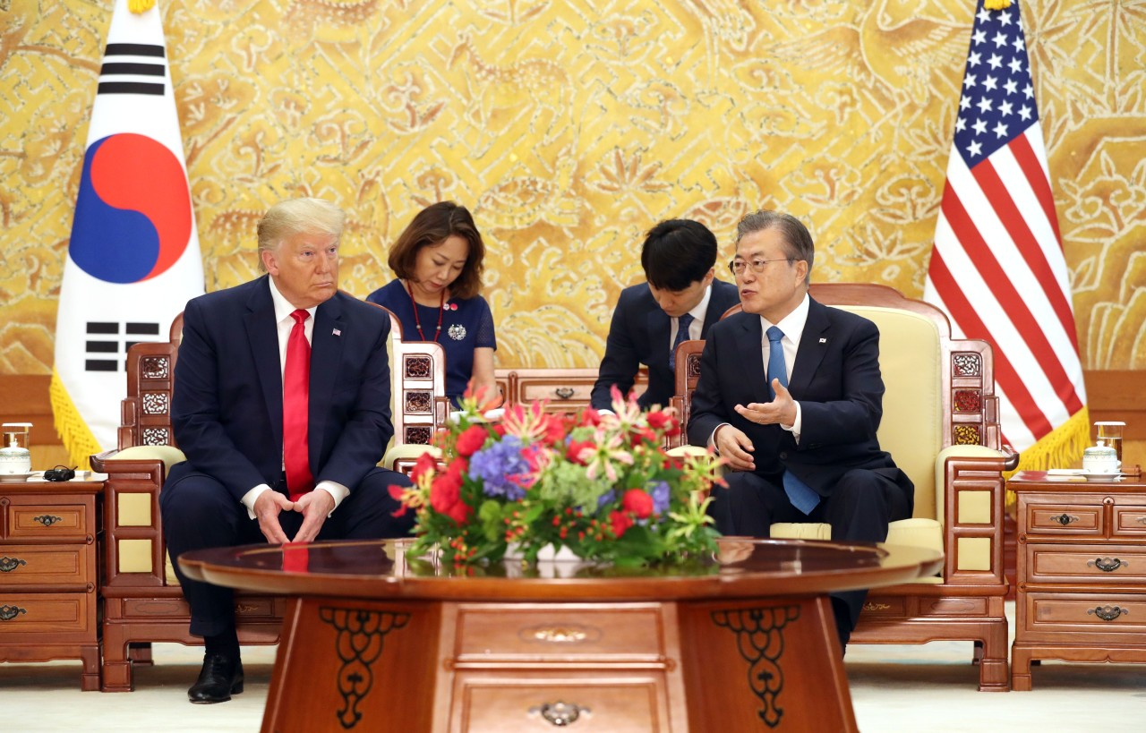 Summit talks between President Moon Jae-in and US President Donald Trump at Cheong Wa Dae. (Yonhap)