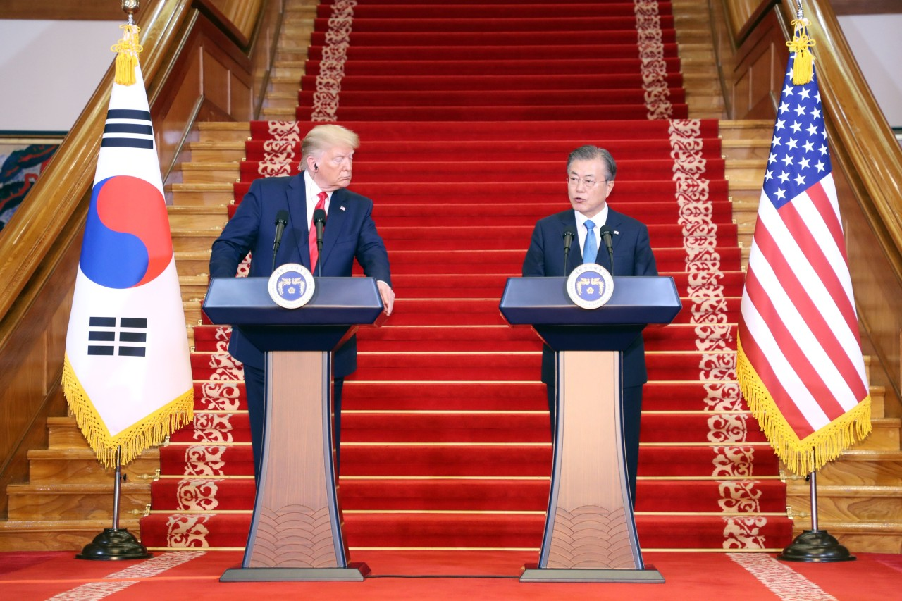 A joint press conference between US President Donald Trump and President Moon Jae-in (Yonhap)