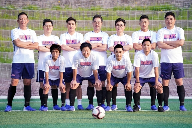 """Carefree Kickers"" features sports stars forming an amateur soccer team. (JTBC)"