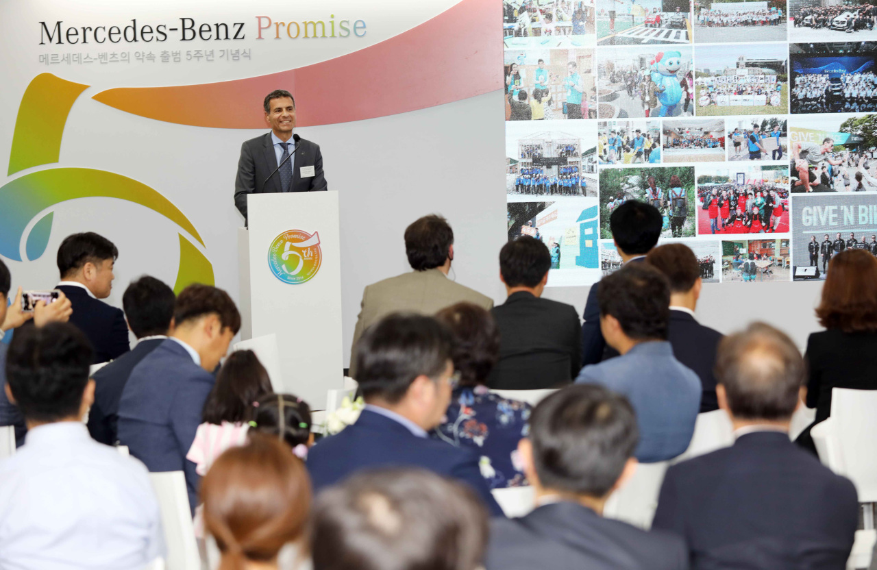 Dimitris Psillakis, chairman of the Mercedes-Benz CSR committee, speaks at a ceremony in Seoul on Thursday to commemorate the committee's fifth anniversary. (Mercedes-Benz Korea)