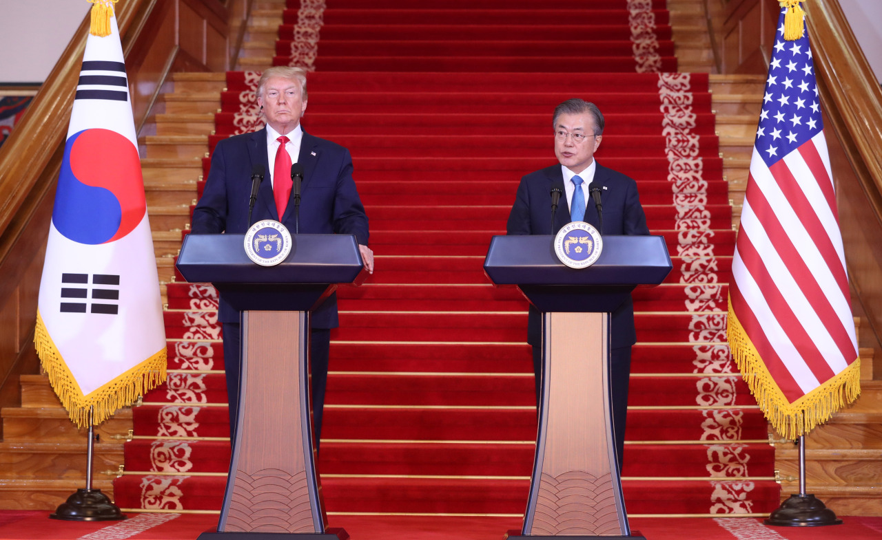 President Moon Jae-in and US President Donald Trump hold a joint press conference at Cheong Wa Dae on Sunday. Yonhap