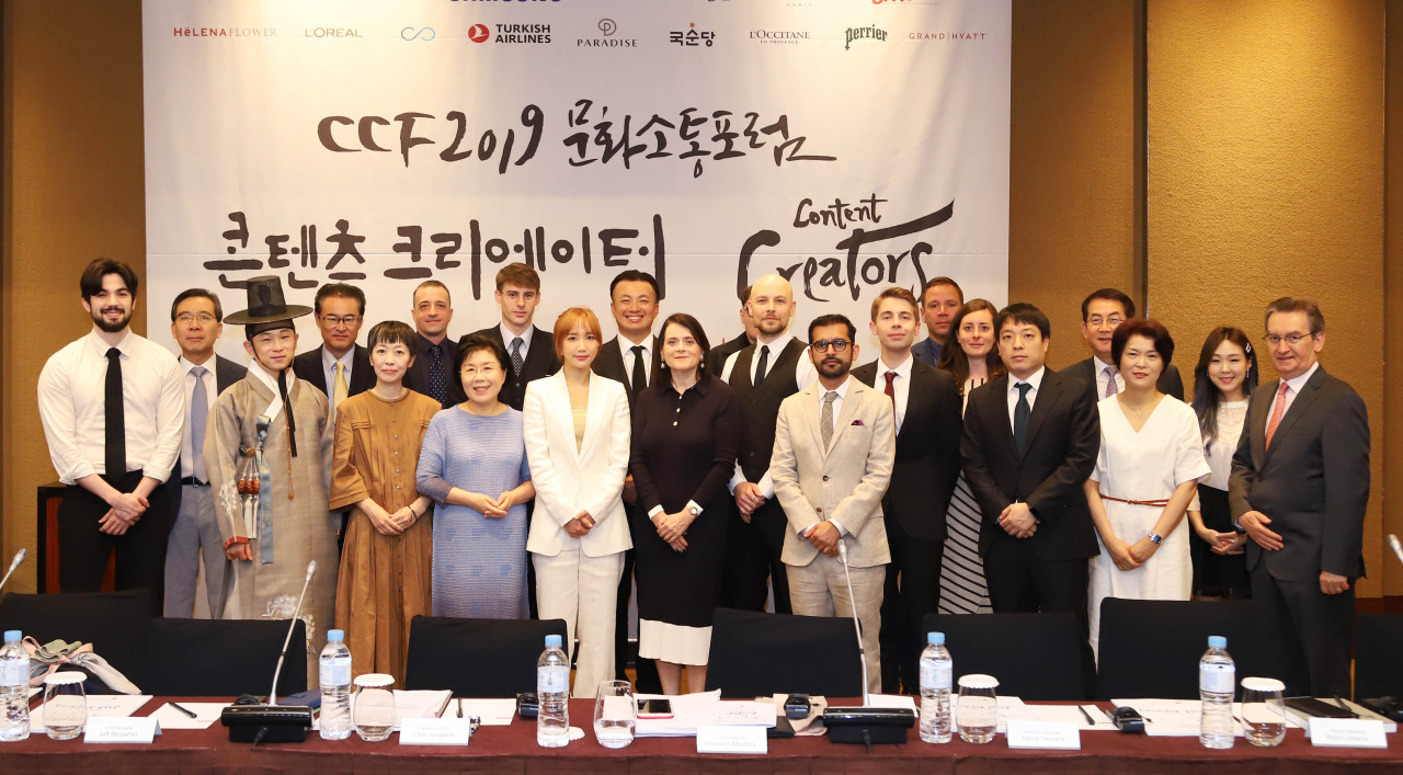 CICI President Choi Jung-hwa, 12 content creator delegates and panelists pose for photos before a debate held as a part of the 2019 Culture Communication Forum at Grand Hyatt Seoul on Tuesday. (Yonhap)