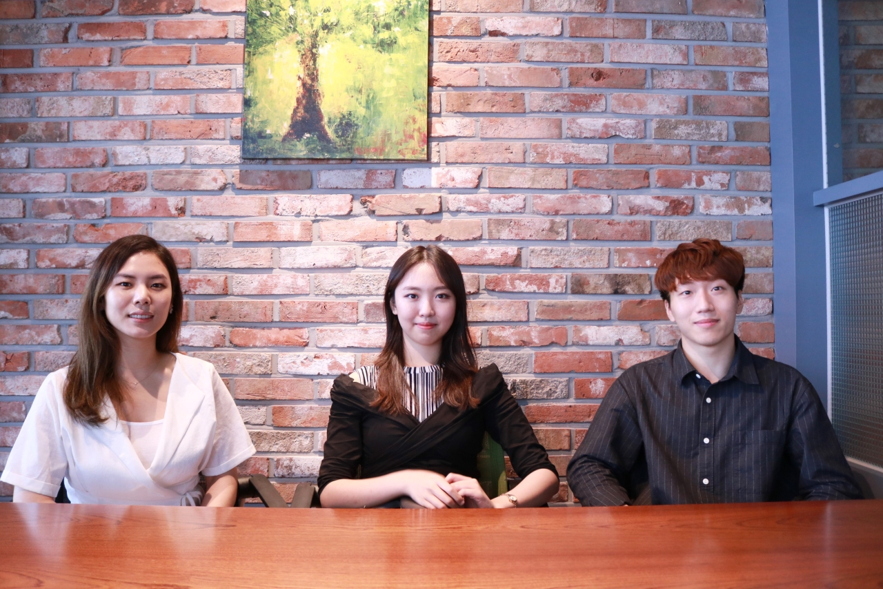 From left: Seo Hyun-sun, a student in the K-School program at KAIST; Kim So-young, an undergraduate of Yonsei University; and Chang Joon-hyuk, a student at UCLA(Son Ji-hyoung/The Korea Herald)