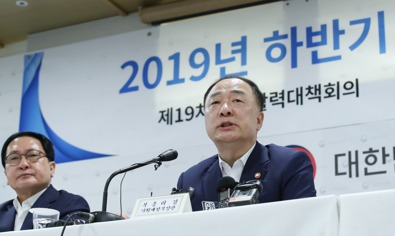 cap - Deputy Prime Minister and Finance Minister Hong Nam-ki speaks in a press briefing, announcing the government's revised outlook on the nation's economy for the second half of the year. (Yonhap)