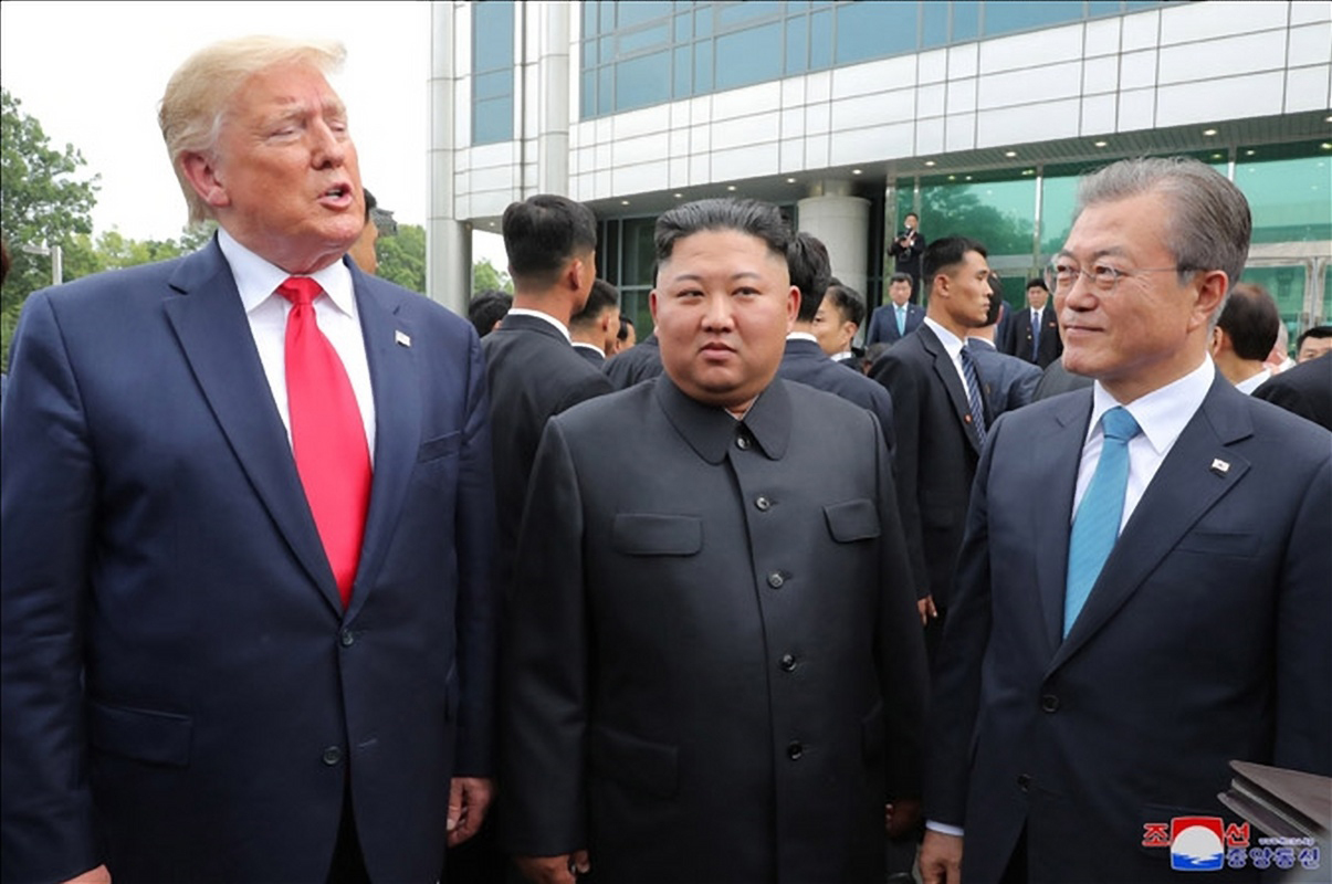 President Moon Jae-in, US President Donald Trump and North Korean leader Kim Jong-un at Panmunjom on Sunday. Yonhap