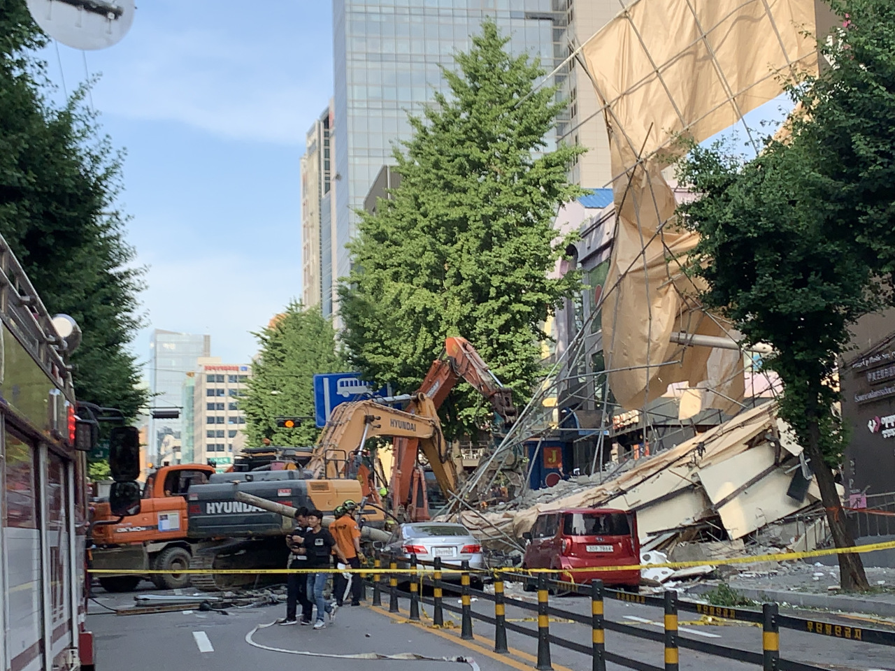 One dead, three injured in building collapse in southern Seoul