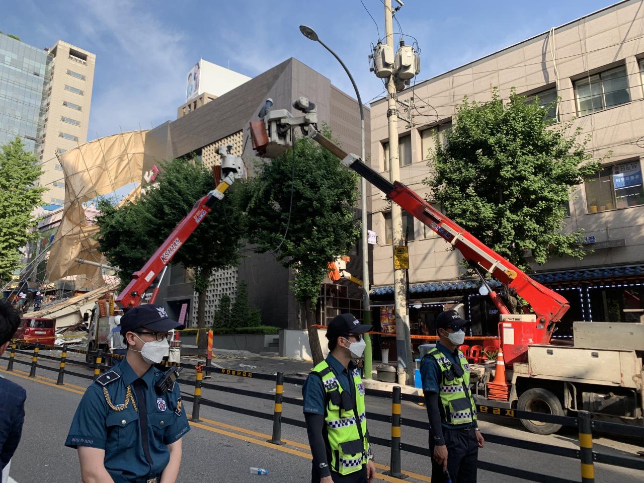 Rescue work underway at the scene of a building collapse in Seocho-gu, Seoul (Kim Arin/The Korea Herald)