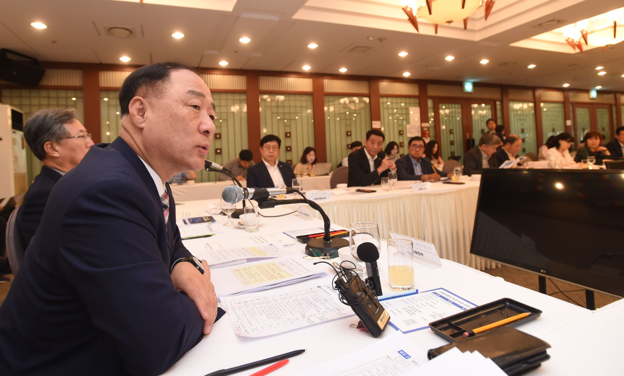 Deputy Prime Minister and Finance Minister Hong Nam-ki speaks in a breakfast forum held at the Korea Press Center on Friday. (Ministry of Economy and Finance)