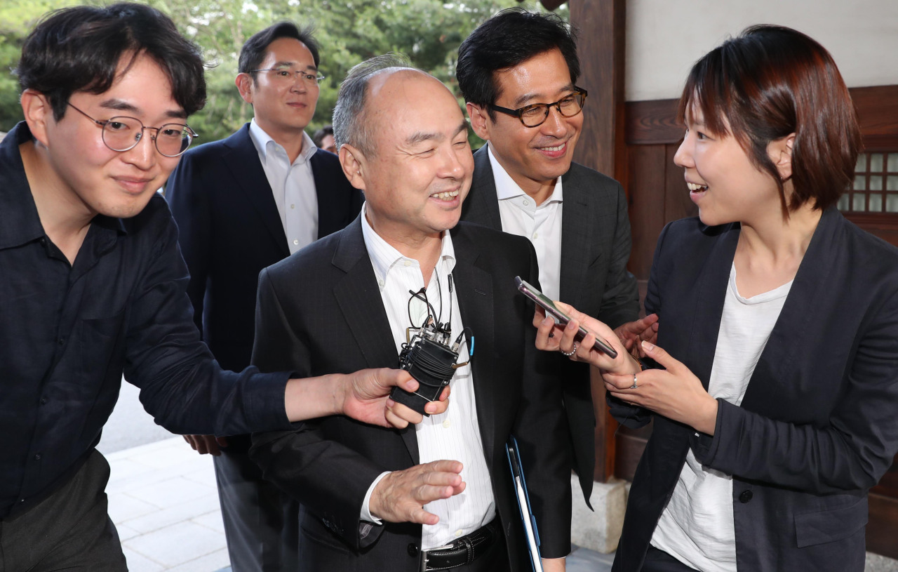 SoftBank Chairman Masayoshi Sonenters Korea Furniture Museum in Seoul on Thursday. (Yonhap)