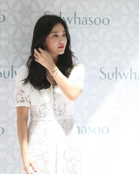 Actress Song Hye-kyo poess for pictures at an event promoting South Korean cosmetic brand Sulwhasoo, held on Saturday in Sanya, a China's Hainan Island. (Harper's Bazaar Hong Kong's Instagram)