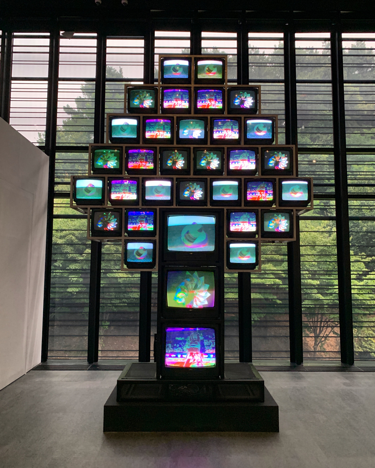 "Paik Nam-june's ""Apple Tree"" (Nam June Paik Art Center)"
