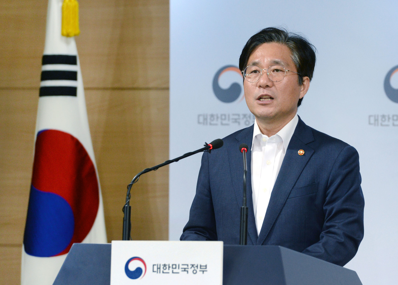 Industry Minister Sung Yun-mo speaks at a press briefing in Seoul. (MOTIE)