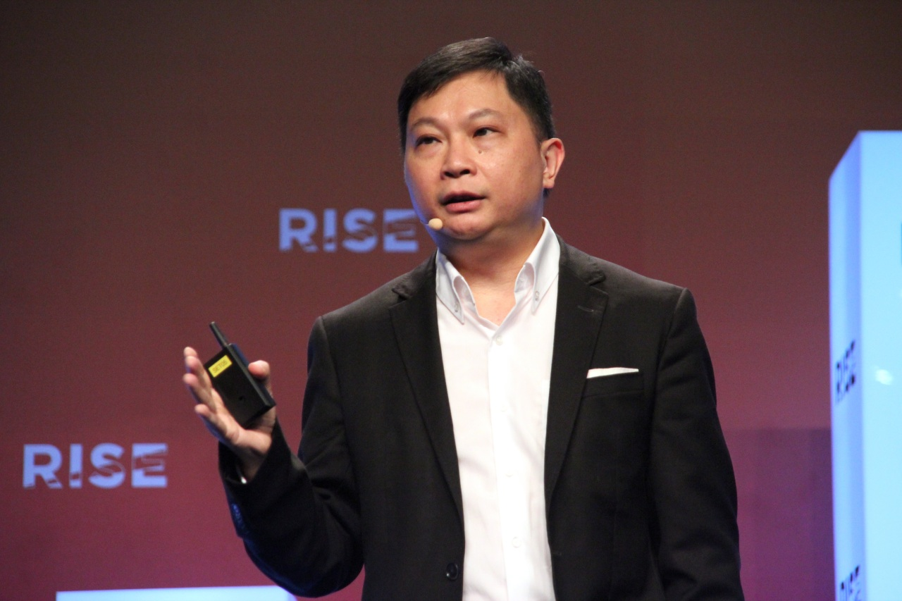 Paul Loo, the chief commercial officer of Cathay Pacific Airways, gives a talk at the RISE tech conference, Tuesday. (Lim Jeong-yeo/The Korea Herald)