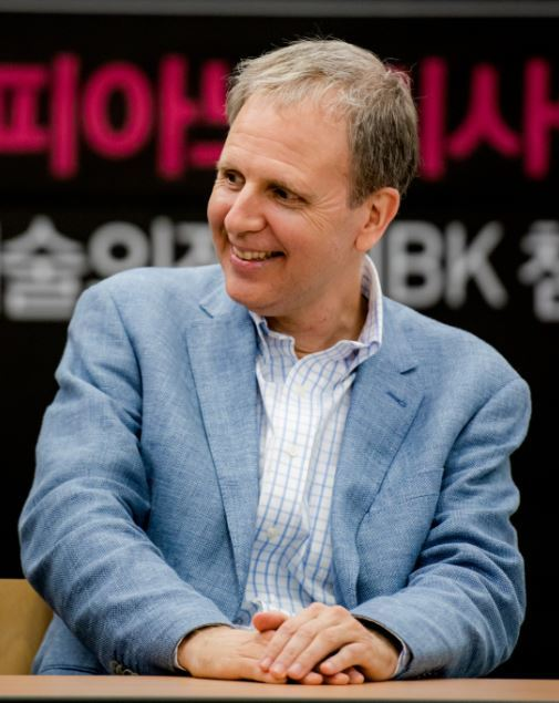 Pianist Kevin Kenner speaks during a press conference in Insa-dong, central Seoul. (Music & Art Company)