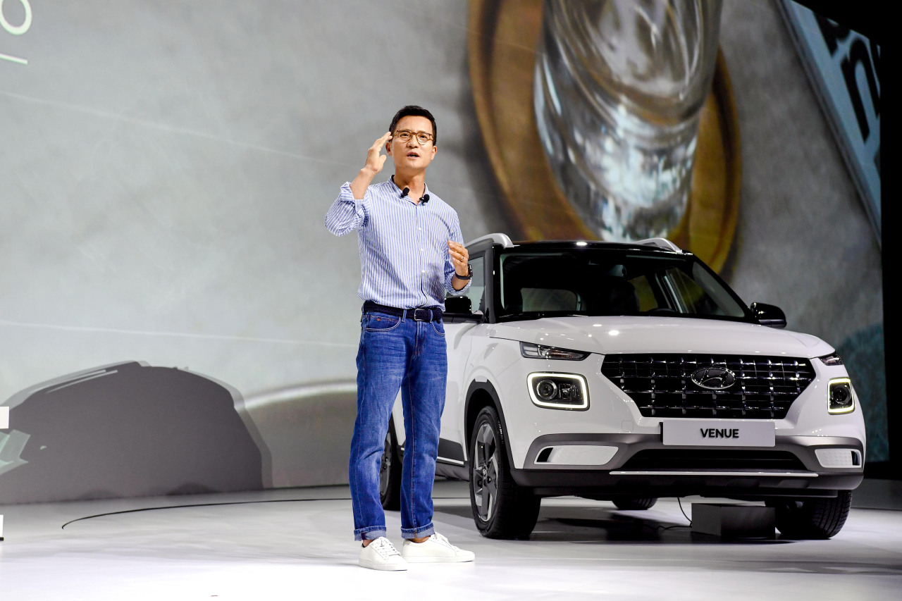 Hyundai Motor Executive Vice President Lee Kwang-guk poses with the Venue at a press briefing in Yongin, Gyeonggi Province. (Hyundai Motor)