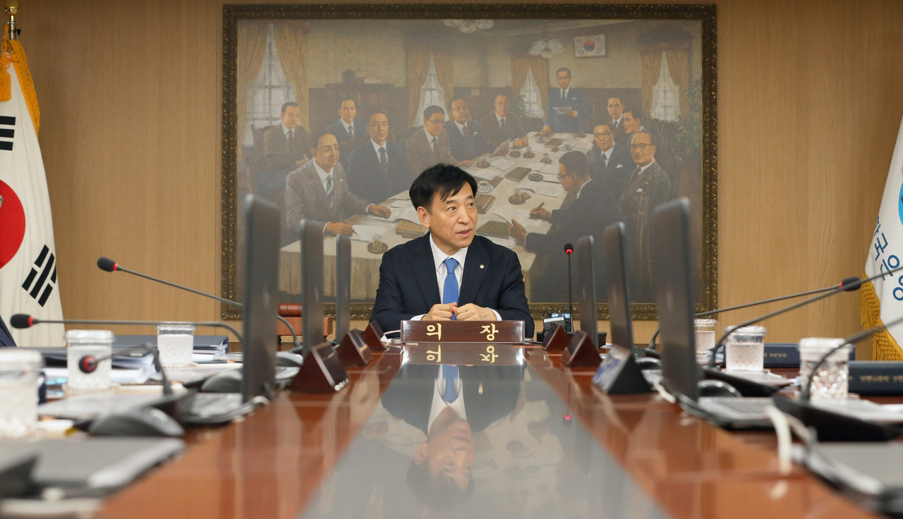 Bank of Korea Gov. Lee Ju-yeol chairs the Monetary Policy Board meeting Thursday. (Yonhap)