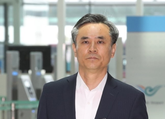 Kim Seung-ho, deputy minister for multilateral and legal affairs, leaves for Geneva on Monday to attend the WTO General Council. (Yonhap)