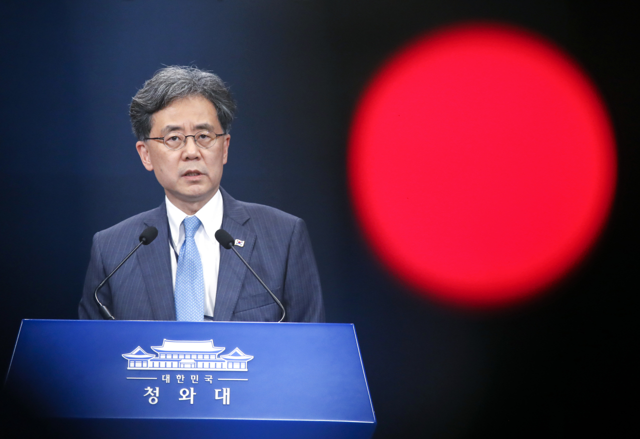 Deputy national security adviser Kim Hyun-chong addresses the media on Friday. Yonhap