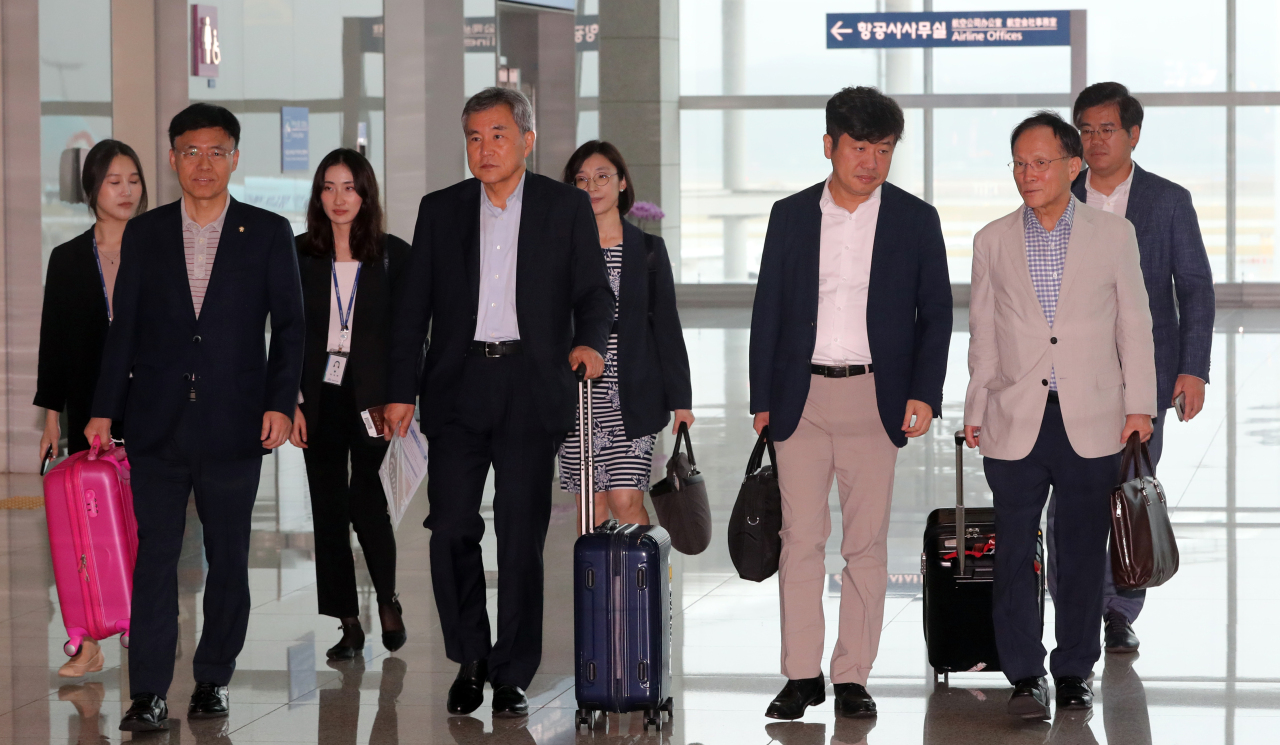 A bipartisan delegation representing South Korea's National Assembly left for a Washington on Wednesday morning to meet with US and Japanese counterparts. (Yonhap)