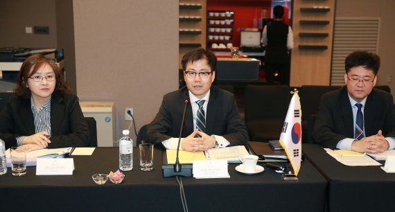 Yeo Han-koo (center), head of trade negation bureau of the Trade Ministry, attends the 26th official negotiations for RCEP on June 28 in Australia. (MOTIE)